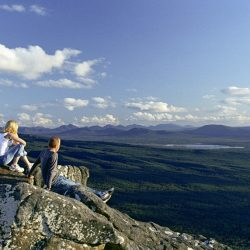 grampians-people-on-rock-scenery